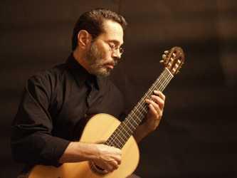 Felicita Díaz-Canel al músico cubano Leo Brouwer en su cumpleaños 80