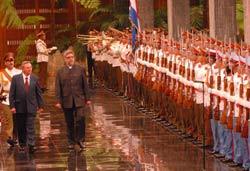 Raul Castro Officially Welcomes Paraguay´s Fernando Lugo